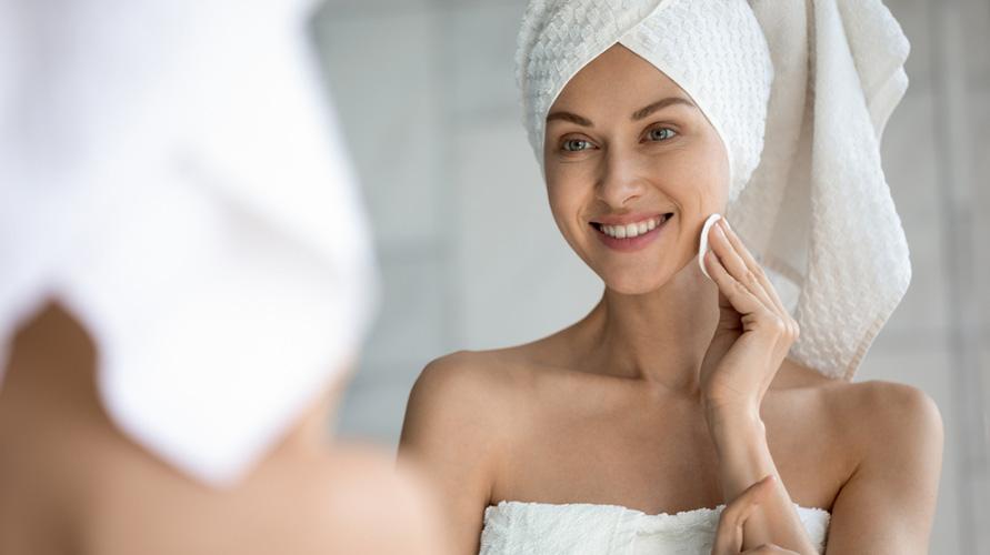 Pencuci muka untuk kulit kombinasi sebaiknya dipilih oleh pemilik kulit kering dan berminyak