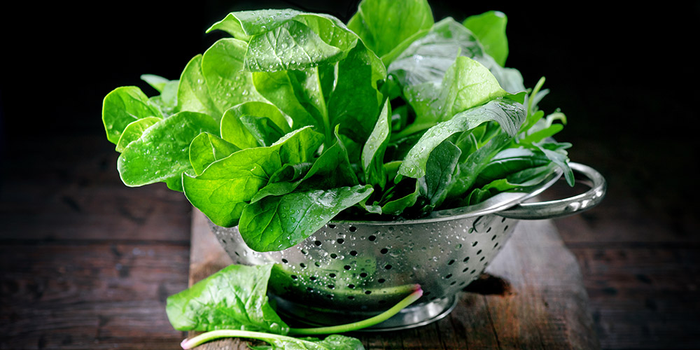 Sayuran, seperti bayam, membantu memenuhi nutrisi untuk ibu dan bayi