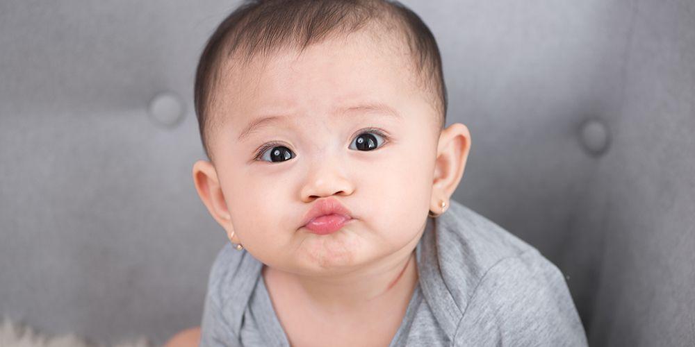Perkembangan motorik bayi terbagi menjadi dua, yakni perkembangan motorik kasar dan perkembangan motorik halus