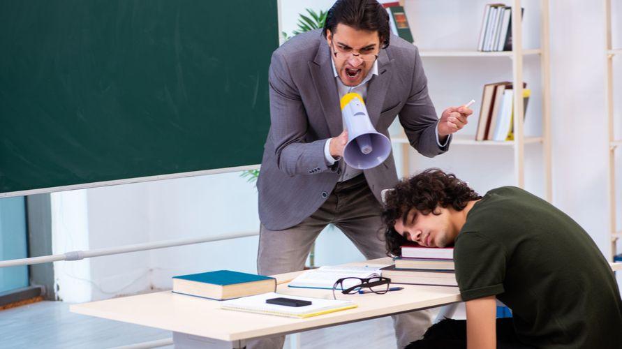Cara mengatasi ngantuk saat belajar sangat beragam, salah satunya mengajak teman untuk berdiskusi