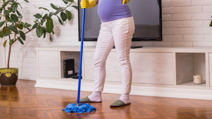 Membersihkan rumah tetap boleh dilakukan ibu hamil