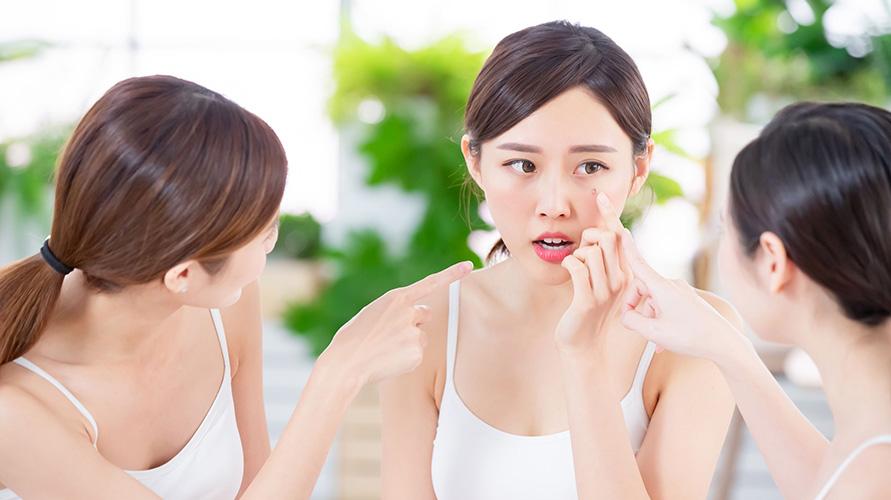 bedak untuk kulit sensitif perlu diperhatikan saat memilihnya