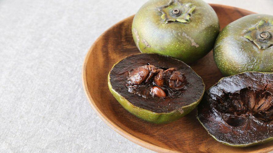 Black sapote adalah buah unik yang memiliki tekstur seperti puding cokelat