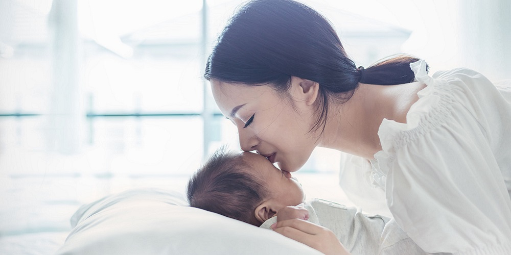 Manfaat pijat bayi dengan minyak telon bisa dekatkan ikatan ibu dan anak