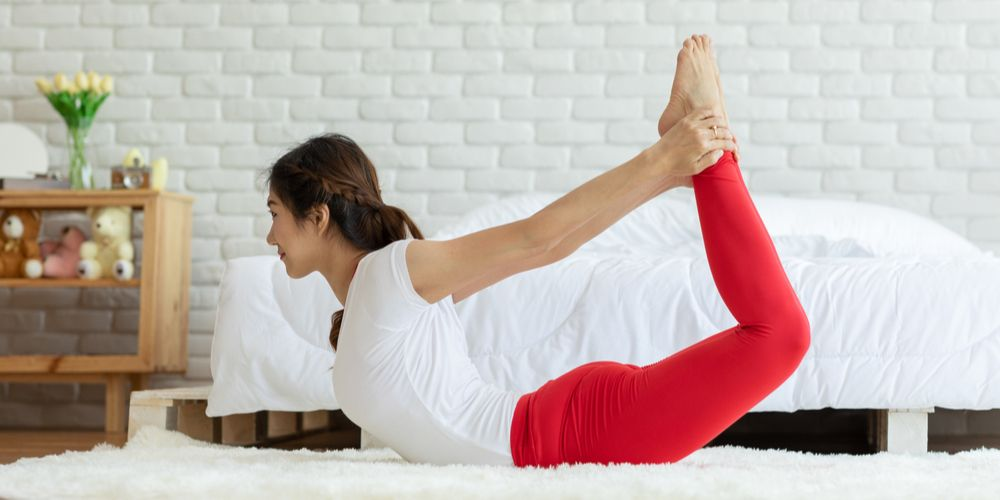 Gerakan yoga dhanurasana