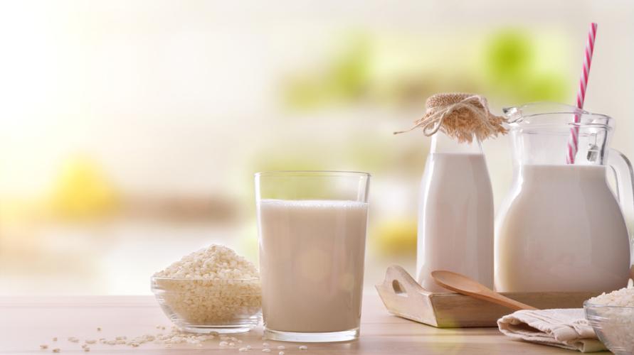 Tepung beras yang dicampur susu beruang bisa mencerahkan sekaligus melembapkan wajah
