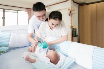 Agar ASI lancar, minta dukungan suami untuk membantu urus bayi