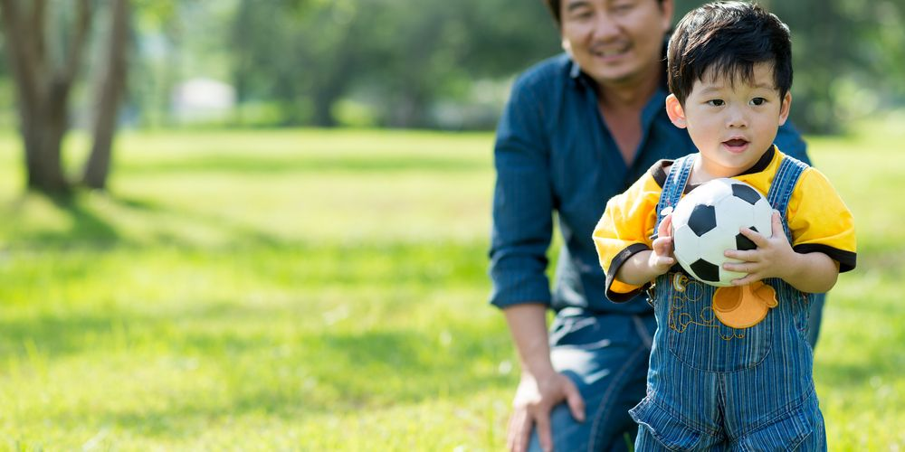 Anak bawa bola adalah salah satu contoh gerak dasar manipulatif