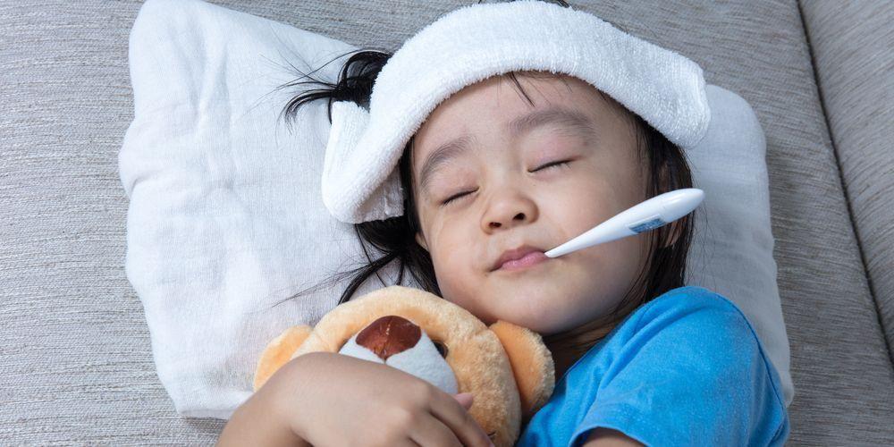 Segera bawa anak ke dokter jika demam disertai gejala lain yang mengganggu