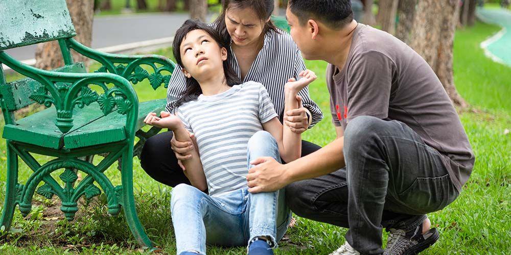 Sering kejang hingga jatuh merupakan gejala Huntington pada anak atau remaja