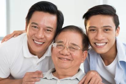 Ayah, kakek. dan anak yang mirip karena melanin