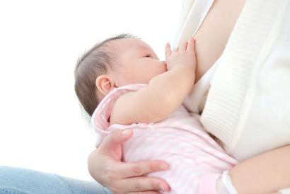 Bayi yang mengalami eksim susu tetap boleh minum ASI
