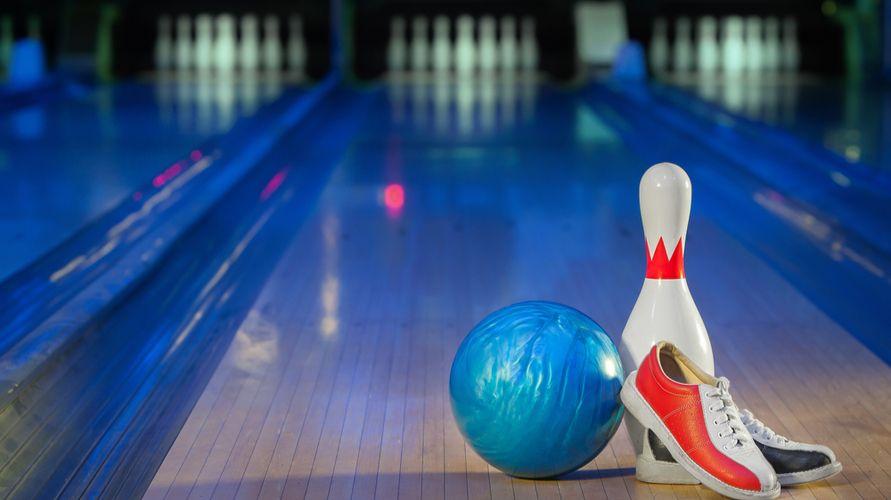 Permainan bola besar bowling