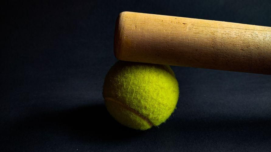 Bola kasti termasuk permainan bola kecil