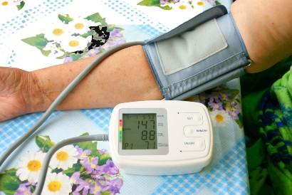 Menerapkan teknik pernapasan dalam akan menjaga tekanan darah tetap normal
