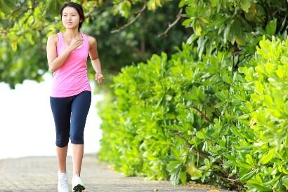 Jalan kaki merupakan salah satu cara melancarkan peredaran darah