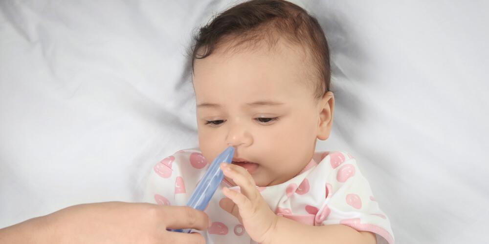 cara membersihkan hidung bayi yang tersumbat bisa dengan nasal spray