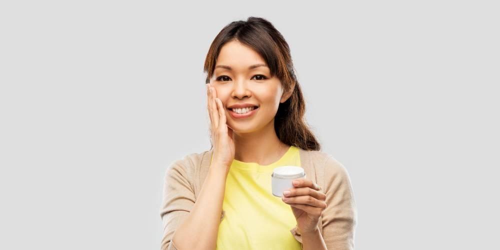 Cara pakai moisturizer untuk kulit kombinasi yang tepat sama saja seperti jenis kulit wajah lainnya