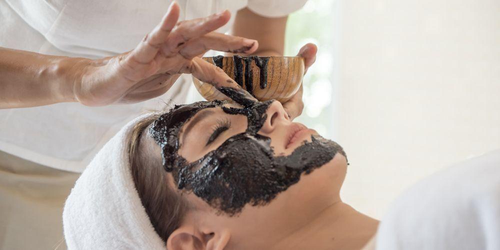 Manfaat masker charcoal diyakini tidak membuat kulit berminyak