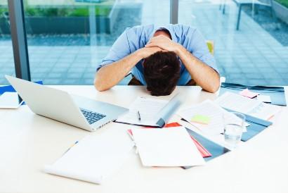 Kewalahan dengan beban pekerjaan dapat menyebabkan demotivasi