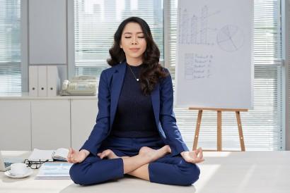 Saat demotivasi, lakukan meditasi agar pikiran lebih rileks