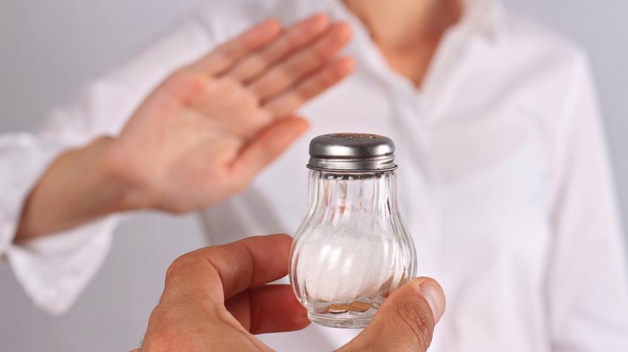 Bukan jenis garam, membatasi asupannya adalah pilihan yang lebih sehat