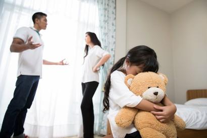 Anak yang menjadi korban perceraian orangtua berisiko mengalami emotional detachment