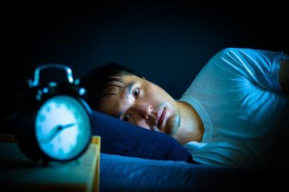 Saat mengalami episode mania, penderita akan sulit tidur