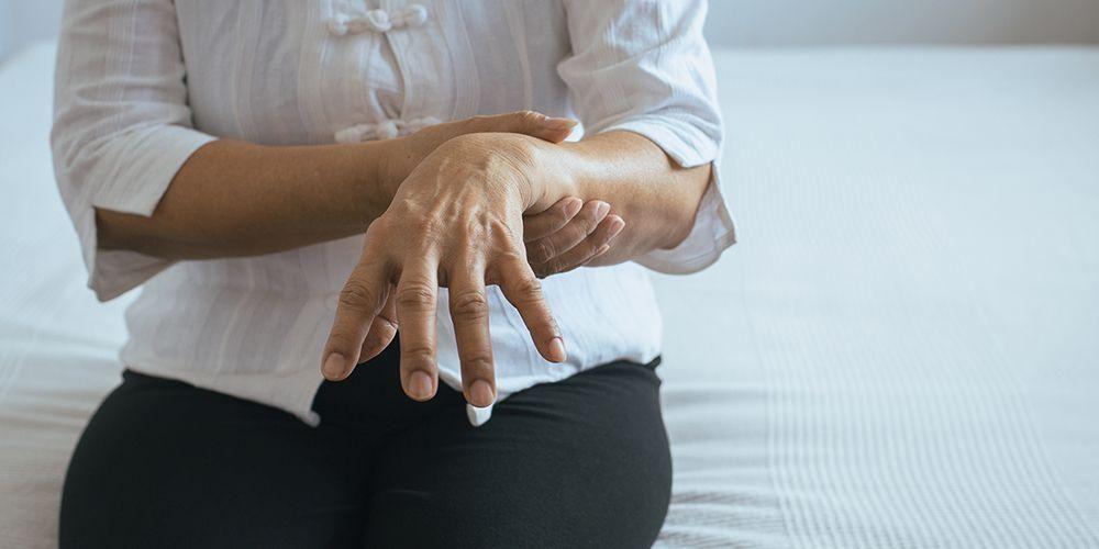 Diskinesia merupakan efek samping dari pengobatan Parkinson