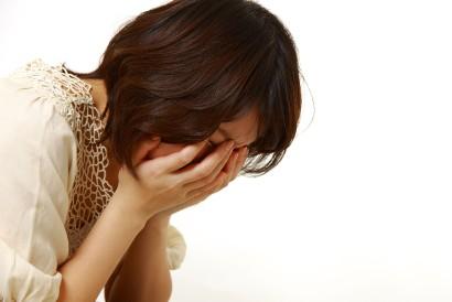 Saat mengingat trauma, penderita survivor guilt akan merasa takut dan sakit kepala