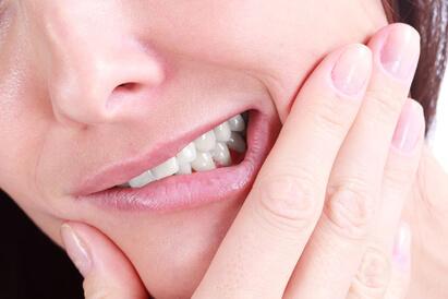 Gusi bengkak saat hamil disebut sebagai gingivitis gravidarum