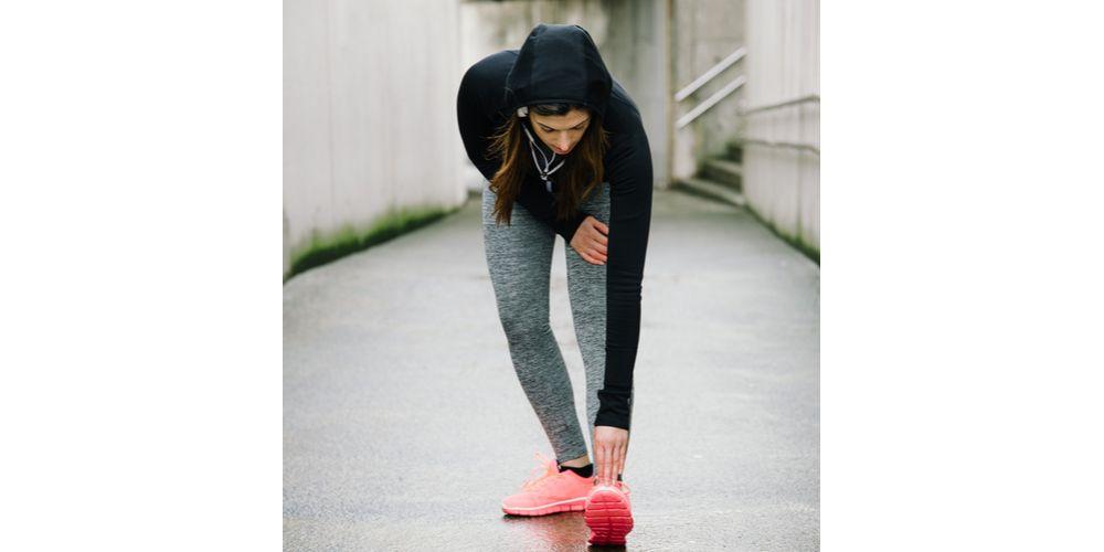Gerakan hamstring stretch untuk peregangan kaki