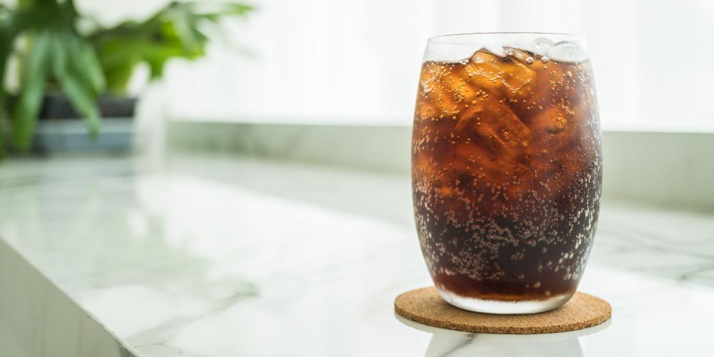 Menghindari minuman bersoda akan mencegah Anda mengalami osteoporosis