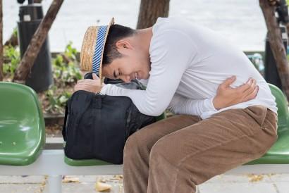 Tanda hodophobia atau fobia traveling adalah sakit perut