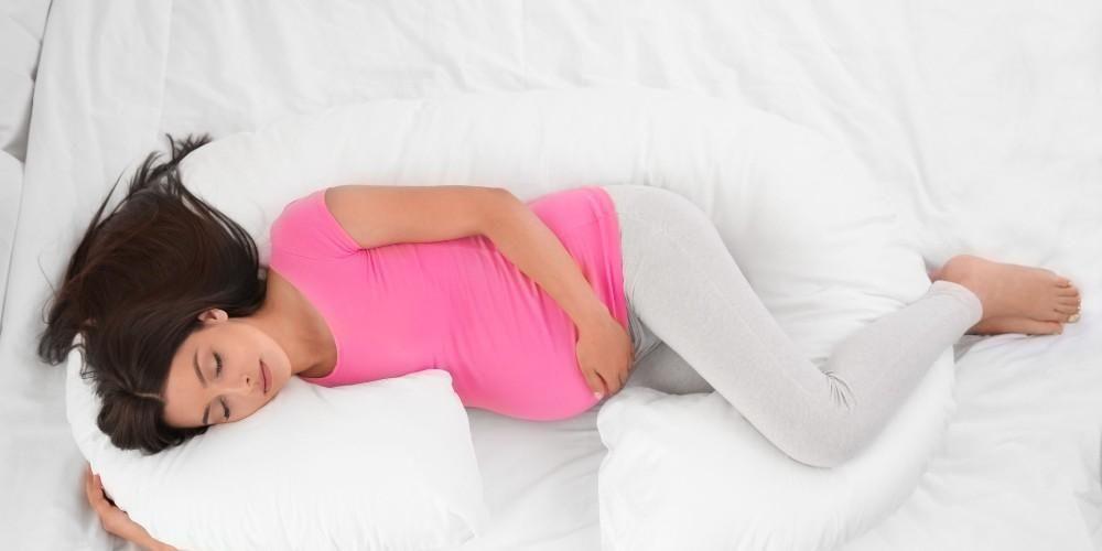 Nyeri panggul saat hamil  bisa reda dengan posisi tidur yang benar