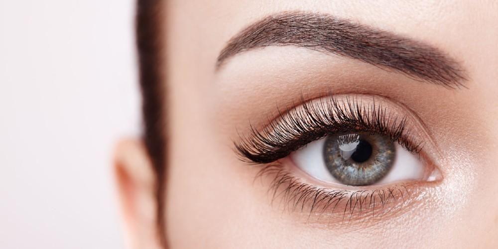 Manfaat serum bulu mata bisa membuatnya tampak lebih lebat