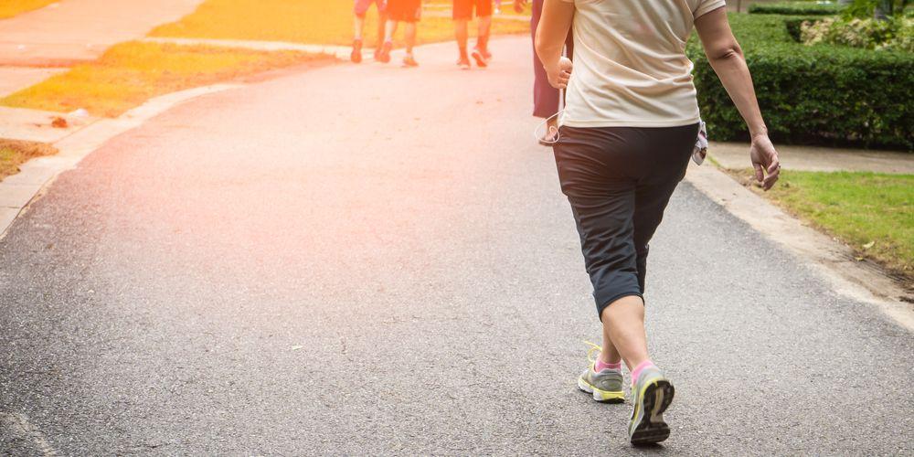 Jalan kaki bisa melatih otot kaki