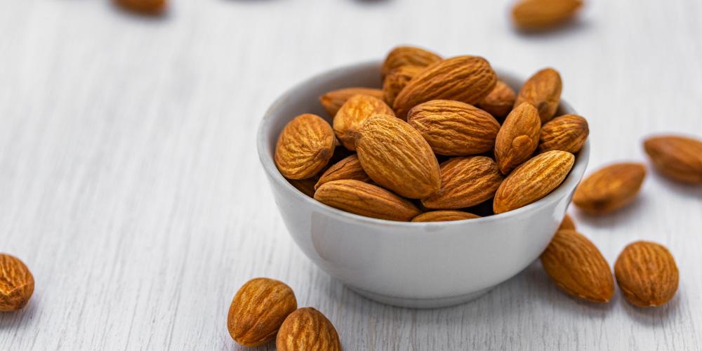 Almond kaya akan karbohidrat kompleks sehingga ibu tidak mudah lapar