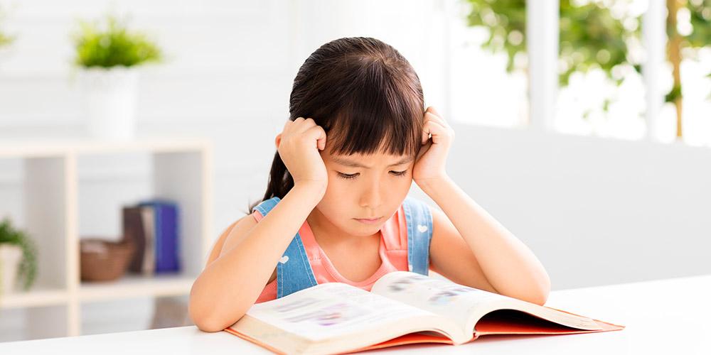 Kesulitan belajar salah satunya membuat anak sulit membaca