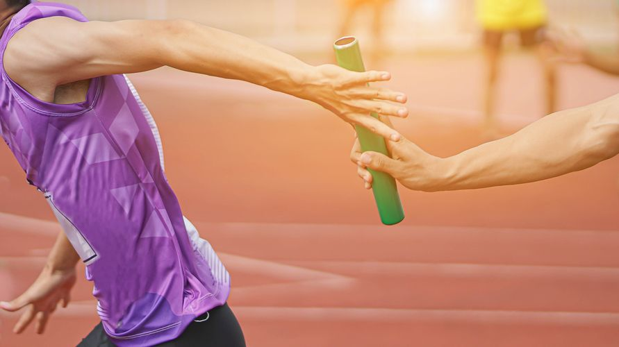 Lari estafet atau lari sambung salah satu cabang olahraga lari dalam atletik
