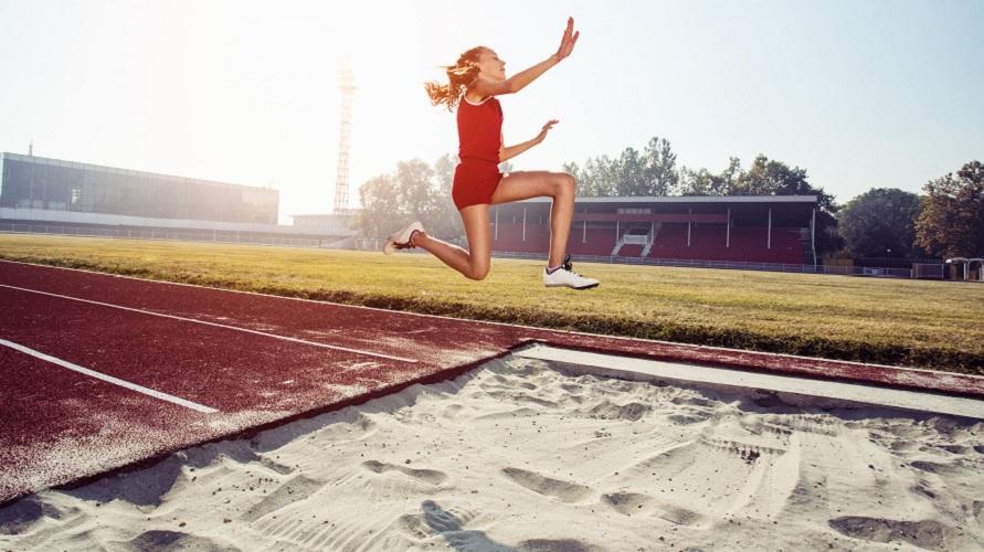 Lompat jangkit termasuk ke salah satu cabang atletik