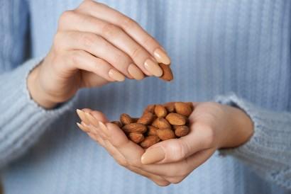 Manfaat kacang almond bisa didapatkan asal Anda mengonsumsi secukupnya
