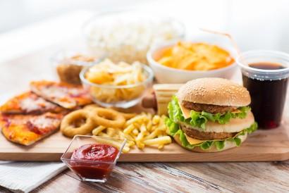 Makanan penyebab perut buncit salah satunya adalah fast food