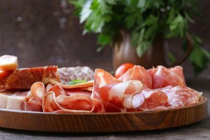 Daging deli atau cold cuts mengandung karagenan
