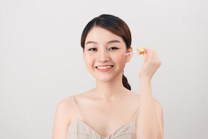 Essence adalah produk skincare pagi dan malam hari