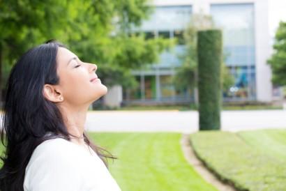 Bernapas dalam akan membantu tubuh menurunkan kadar stes