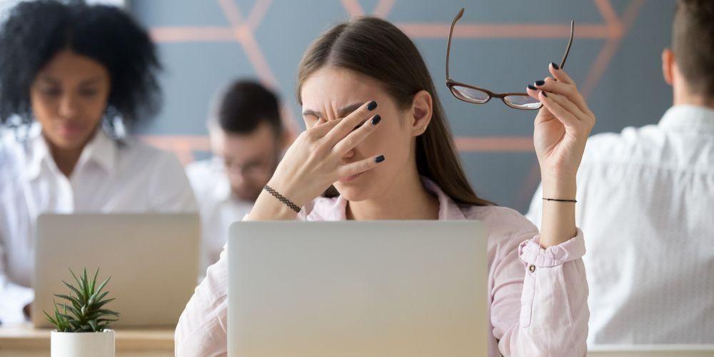 Mengistirahatkan mata bisa atasi pusing pada remaja