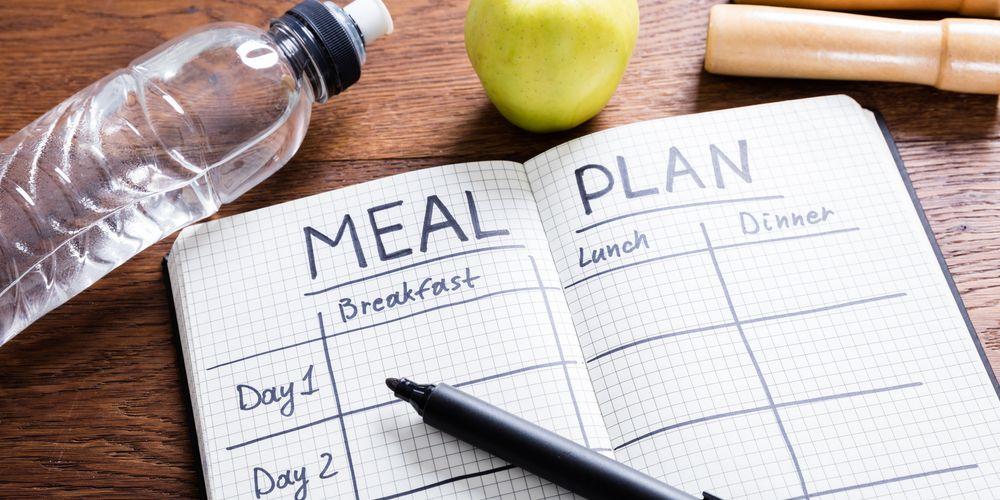 Cara membuat meal prep salah satunya membuat rencana catatan makanan