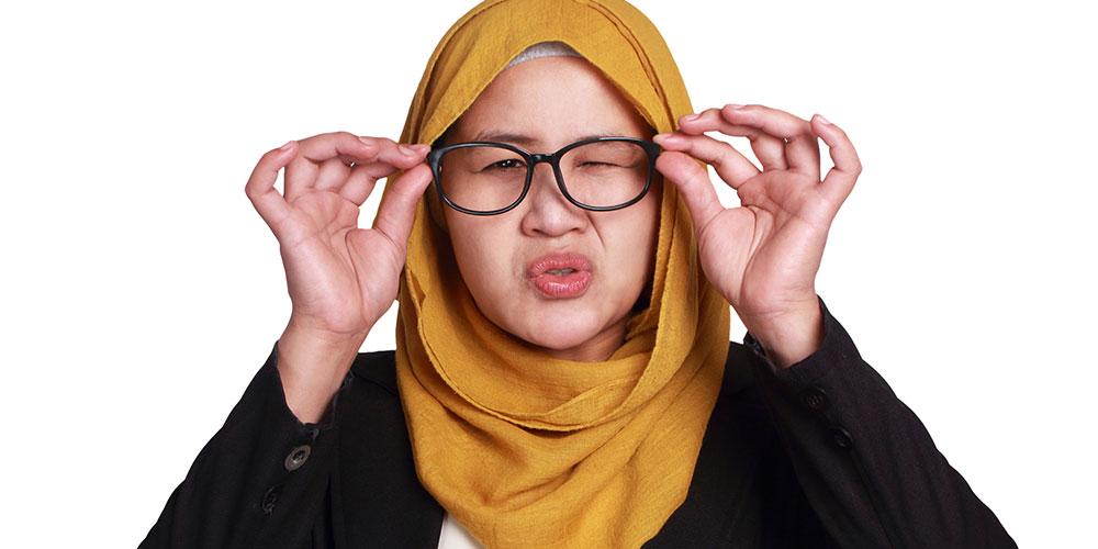 Ciri-ciri mata minus akan mereda jika Anda pakai kacamata