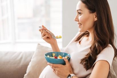 Konsumsi makanan porsi kecil dengan frekuensi lebih sering agar asupan kalori tetap terjaga
